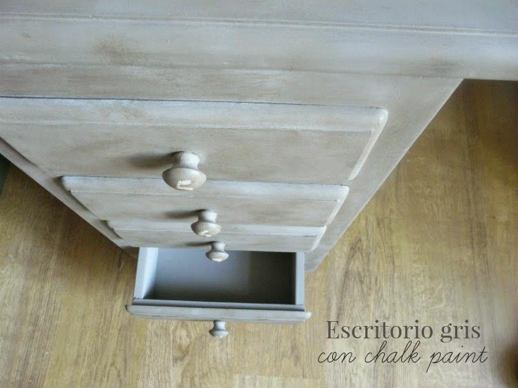 Mesa escritorio gris restaurada con chalk paint