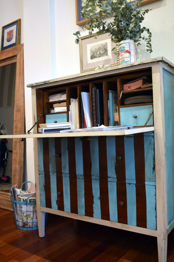 Bureau de rayas restaurado