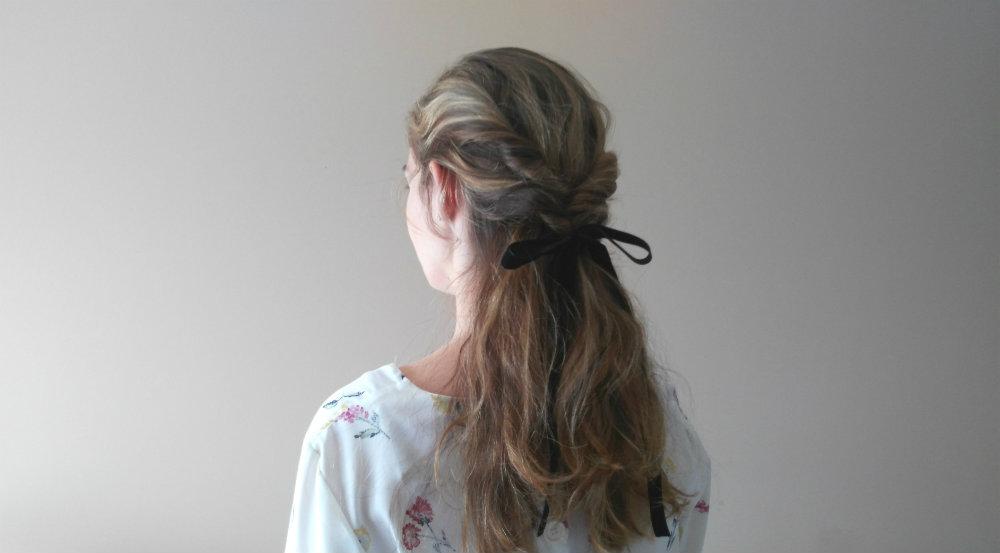 peinado semirecogido doble twist lazo negro