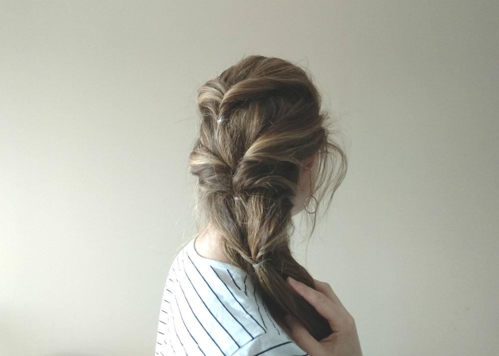 Peinado con particiones del cabello con twists